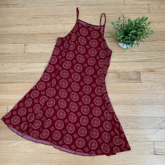 Brandy Melville Dresses & Skirts - BRANDY MELVILLE Dress medallion print red/cream OS